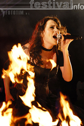 Within Temptation op Waldrock 2007 foto