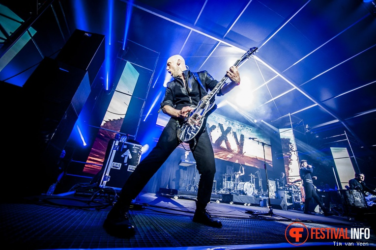 Oomph! op Graspop Metal Meeting 2016 dag 3 foto