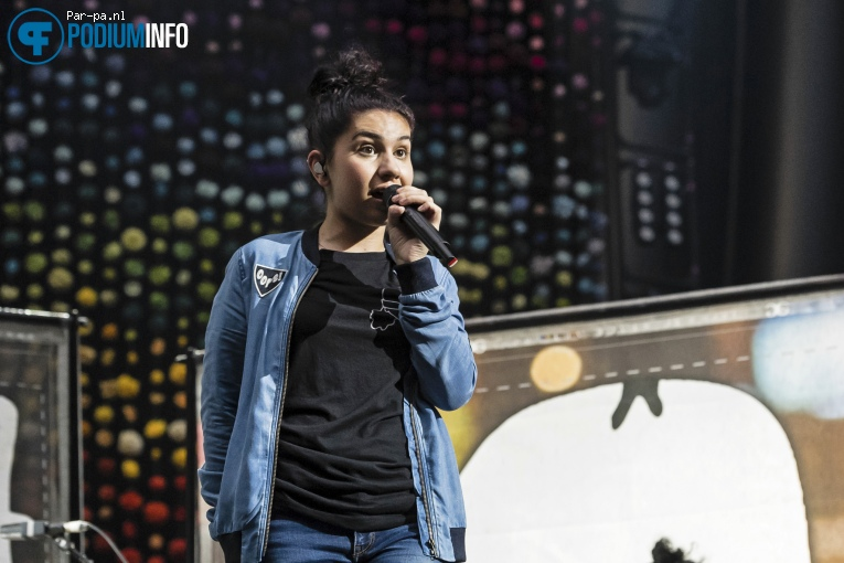 Alessia Cara op Coldplay - 23/06 - Amsterdam Arena foto