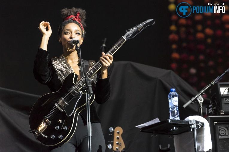 Lianne La Havas op Coldplay - 23/06 - Amsterdam Arena foto