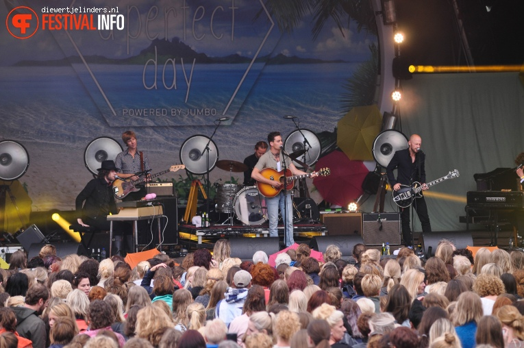 Douwe Bob op Share A Perfect Day 2016 foto