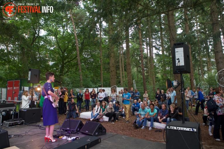 Eva de Roovere op Fields of Joy Festival 2016 foto