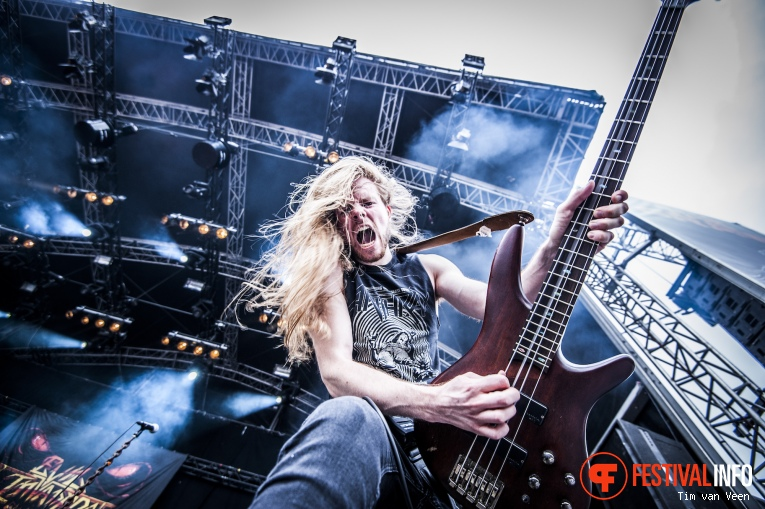Evil Invaders op Into The Grave 2016 foto