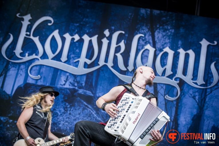 Korpiklaani op Into The Grave 2016 foto