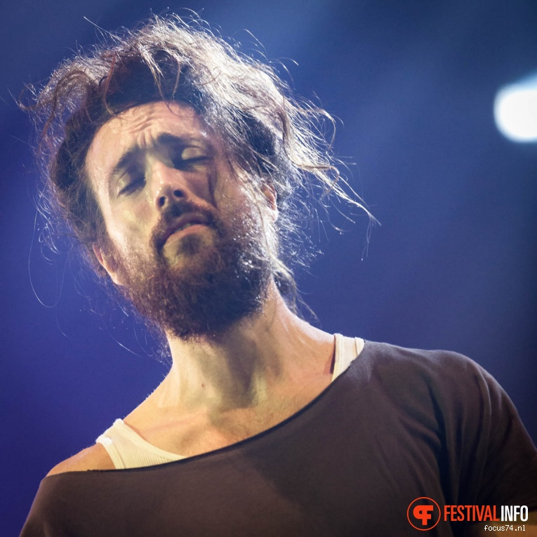 Edward Sharpe & The Magnetic Zeros op Lowlands 2016 - Vrijdag foto