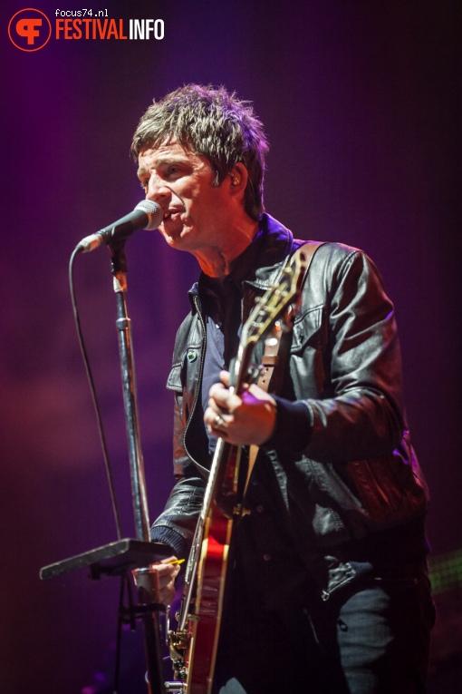Noel Gallagher's High Flying Birds op Lowlands 2016 - Zaterdag foto