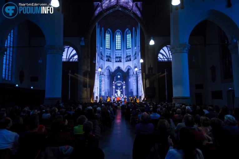 Herman van Veen op Herman van Veen Kerstconcert - 18/12 - Grote Kerk Den Haag foto