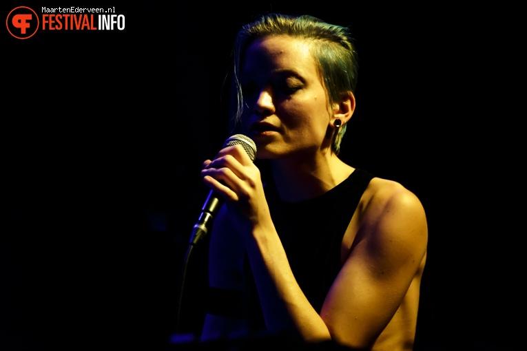 Zoe Zanias op Grauzone 2017 foto