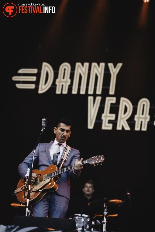 Danny Vera op Bevrijdingsfestival Overijssel foto
