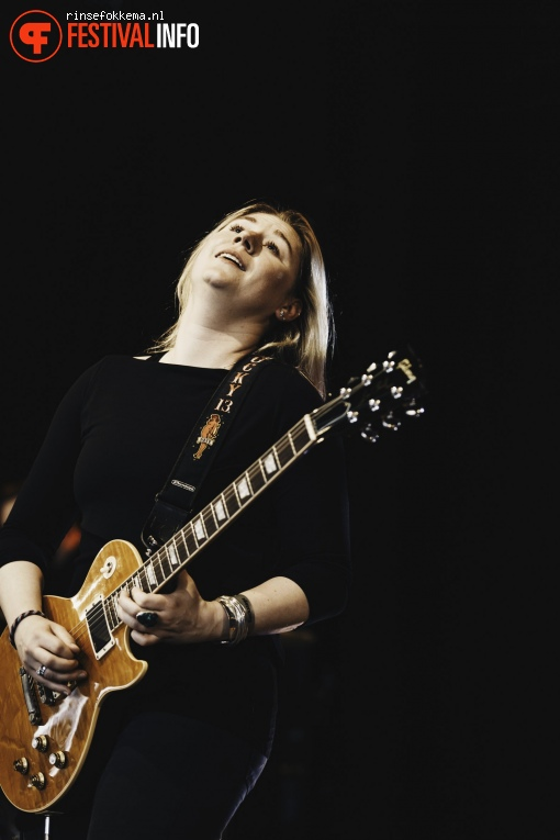 Joanne Shaw Taylor op Bevrijdingsfestival Overijssel foto