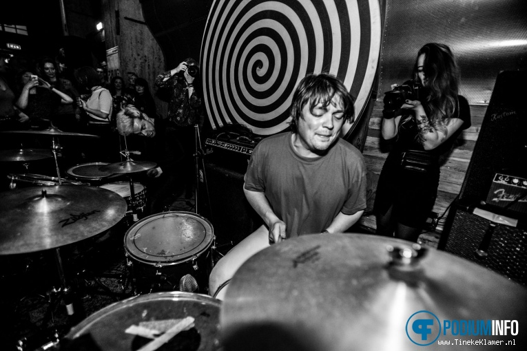 JC Thomaz op Thee Oh Sees - 07/05 - Maassilo Rotterdam foto
