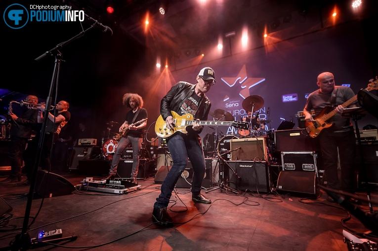 Foto Joe Bonamassa op Sena Performers European Guitar Award - 21/05 - Gebouw T