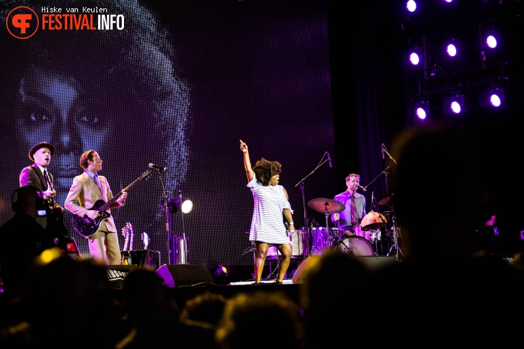 Michelle David & The Gospel Sessions op Ribs & Blues 2017 foto