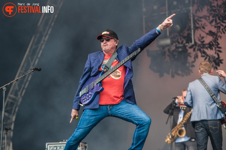 Level 42 op Night at the Park 2017 foto