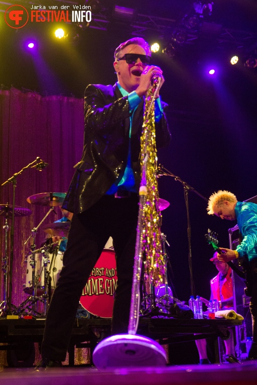 Me first and the Gimme Gimmes op Jera On Air 2017 - Zaterdag foto