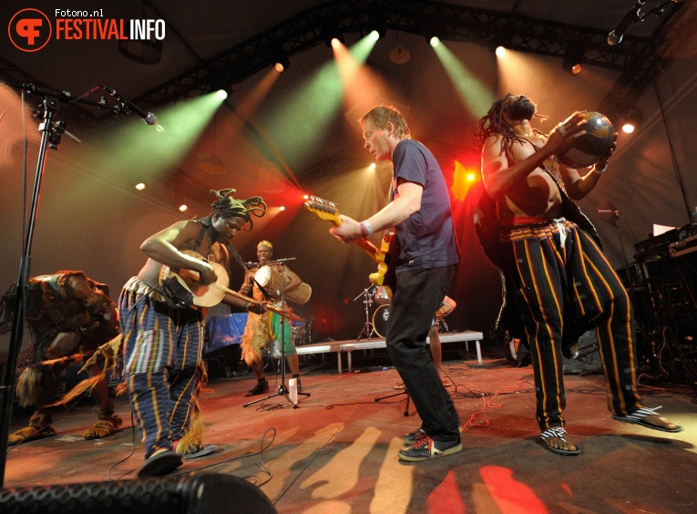 King Ayisoba op Welcome To The Village 2017 - Zaterdag foto