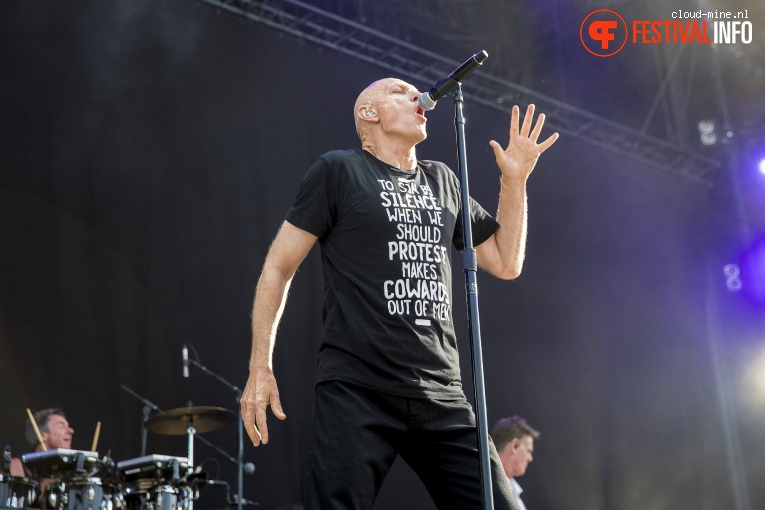 Midnight Oil op Paléo Festival 2017 foto