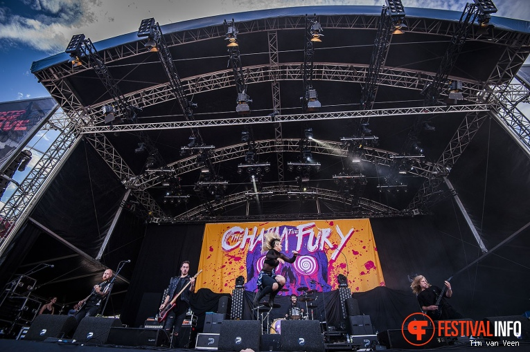 The Charm The Fury op Into The Grave 2017 - Vrijdag foto