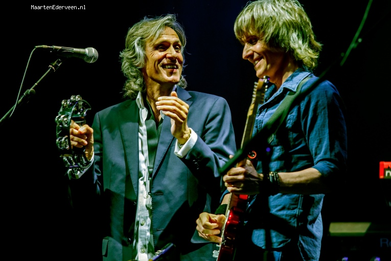 The Dire Straits Experience op The Dire Straits - 5/11 - Paard foto