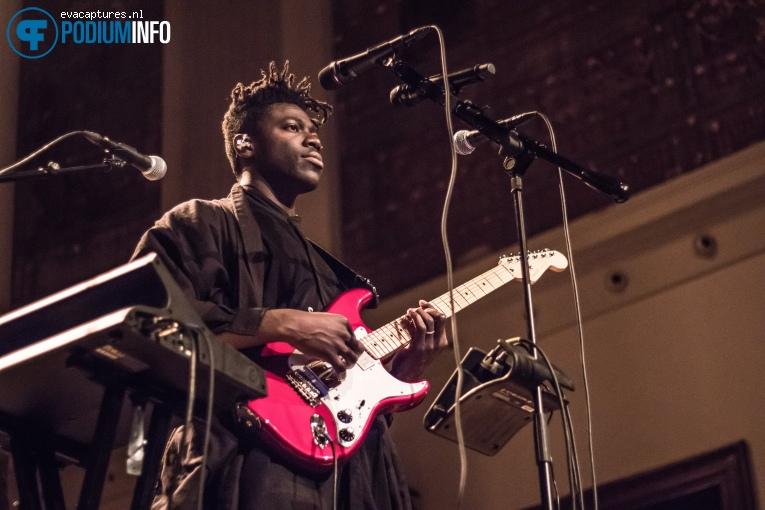 Foto Moses Sumney op Moses Sumney - 16/11 - De Duif