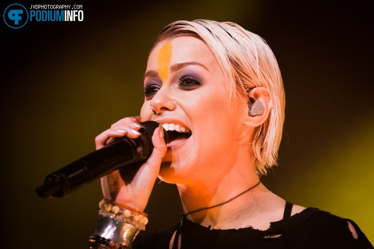 Foto Tonight Alive op Tonight Alive - 16/3 - Melkweg