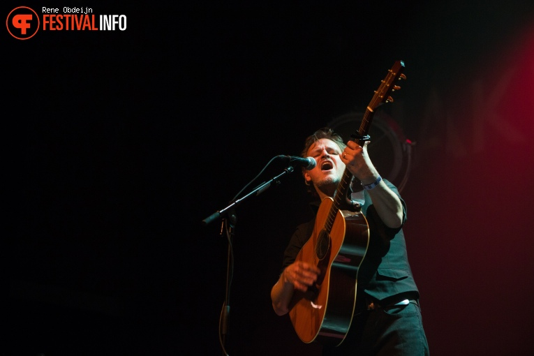 Foto Tom McRae op Naked Song Festival 2018