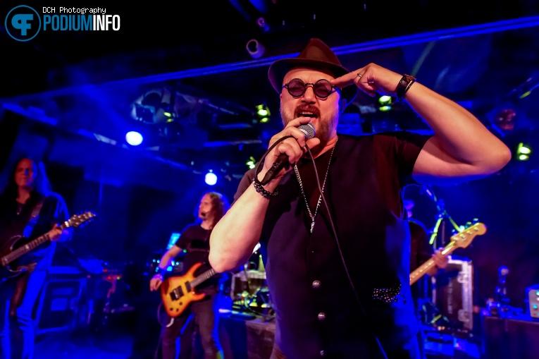 Geoff Tate op Angra - 15/4 - Baroeg foto