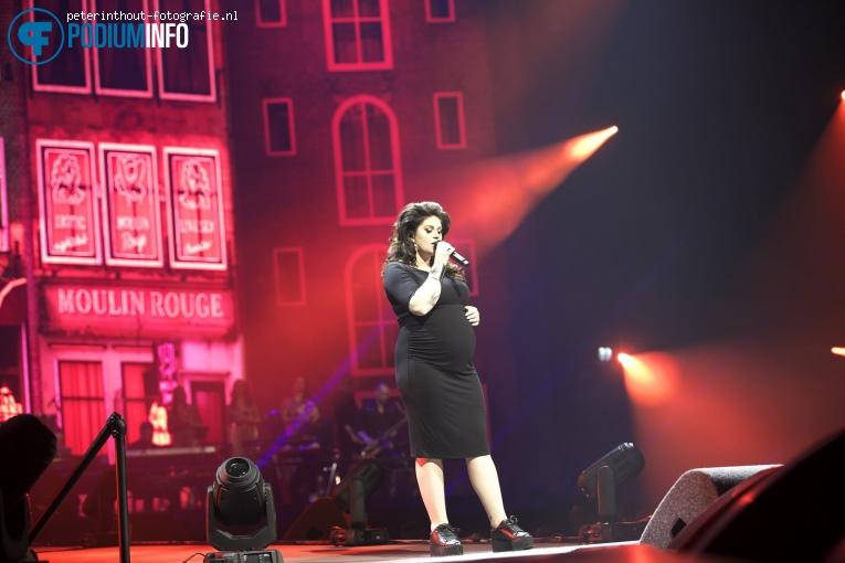 Roxeanne Hazes op Holland Zingt Hazes - 20/04 - Ziggo Dome foto