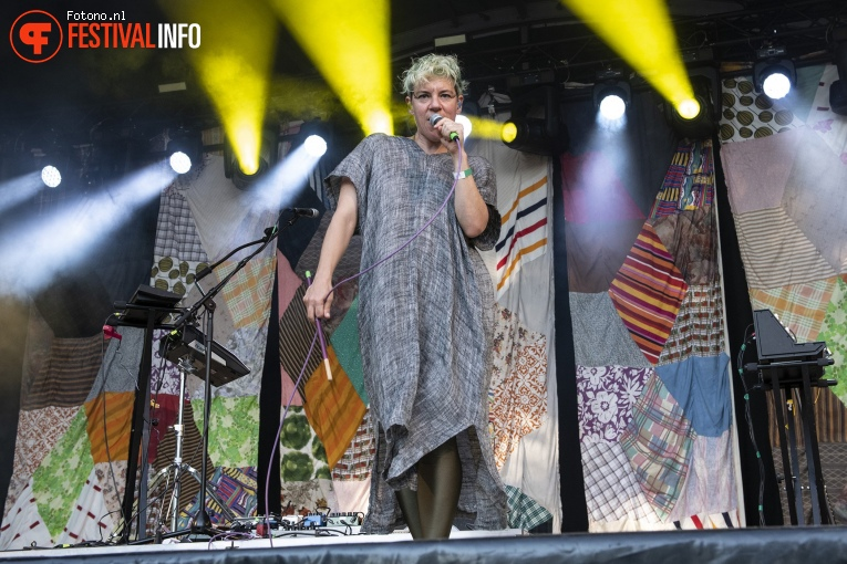 tUnE-yArDs op Welcome To The Village 2018 - zondag foto
