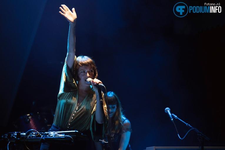 Foto Gwenno op Suede - 01/10 - Paradiso