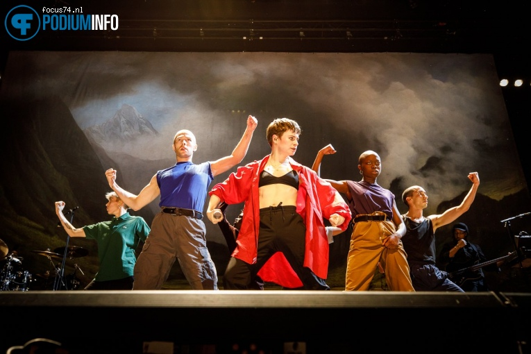 Foto Christine And The Queens op Christine and the Queens - 13/10 - AFAS Live