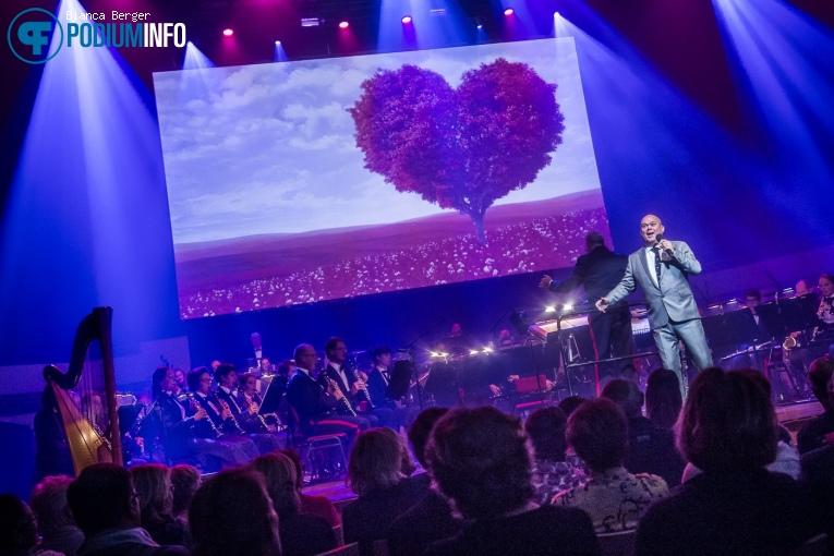 Paul de Leeuw op Benefietconcert 'Mag Ik Dan Bij Jou' - 26/11 - TivoliVredenburg foto
