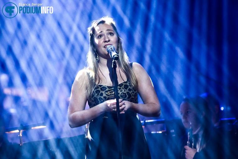 Céline Janssen op Benefietconcert 'Mag Ik Dan Bij Jou' - 26/11 - TivoliVredenburg foto