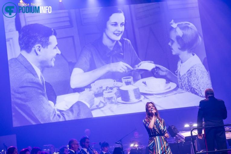 Ellen ten Damme op Benefietconcert 'Mag Ik Dan Bij Jou' - 26/11 - TivoliVredenburg foto