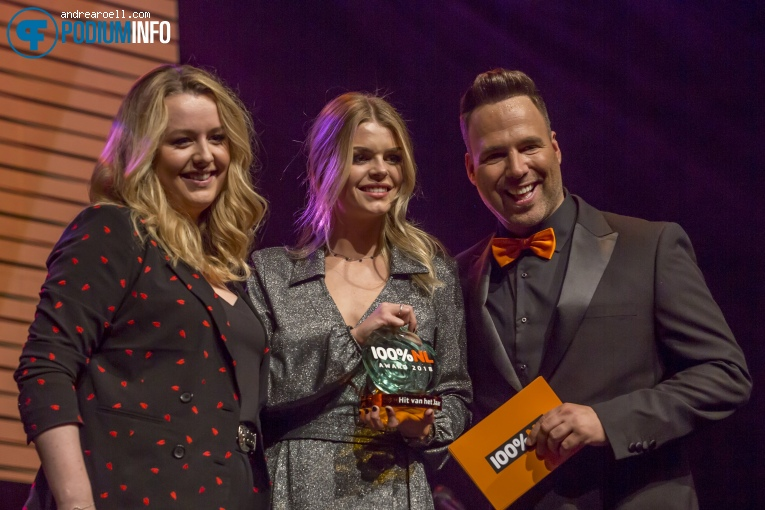 Davina Michelle op 100% NL Awards - 7/2 - The Box foto