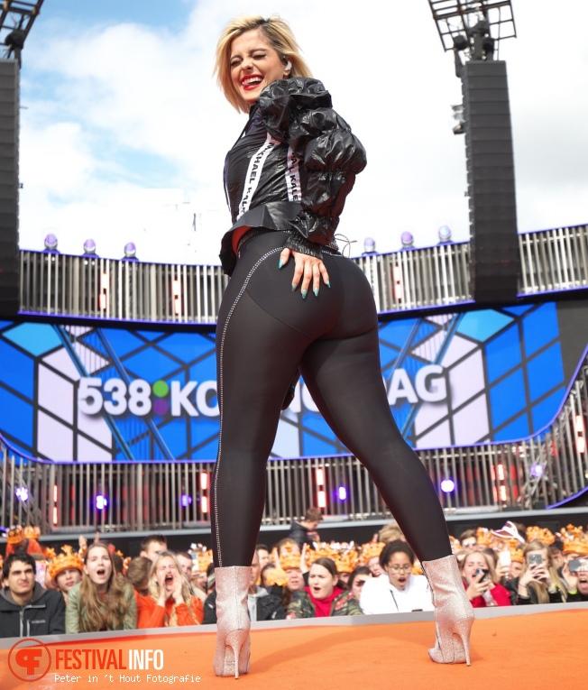 Bebe Rexha op 538 Koningsdag 2019 foto