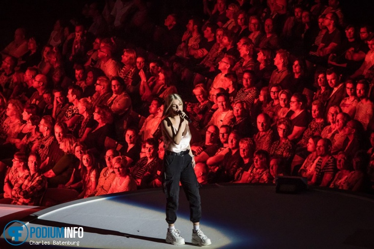 Davina Michelle op The Passion in concert - 20/04 - Ahoy foto
