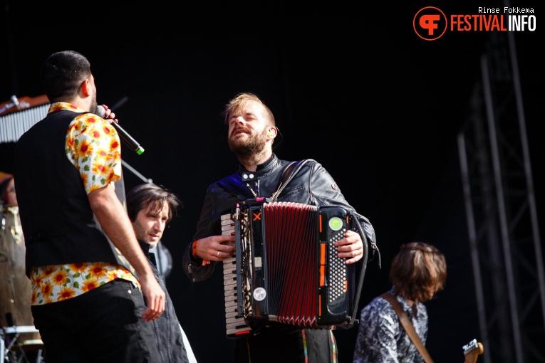 La Pegatina op Bevrijdingsfestival Overijssel 2019 foto