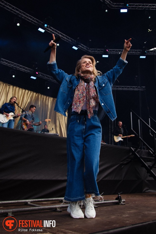 Ilse DeLange op Bevrijdingsfestival Overijssel 2019 foto