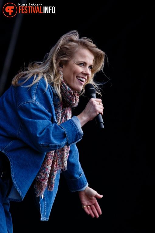 Foto Ilse DeLange op Bevrijdingsfestival Overijssel 2019