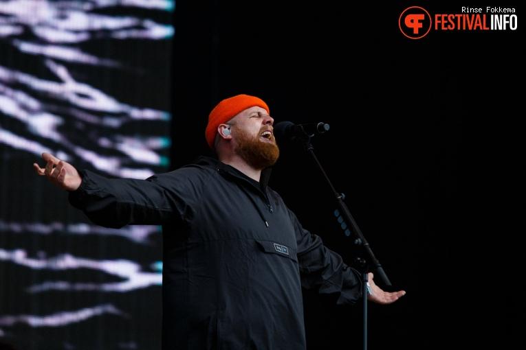 Foto Tom Walker op Bevrijdingsfestival Overijssel 2019