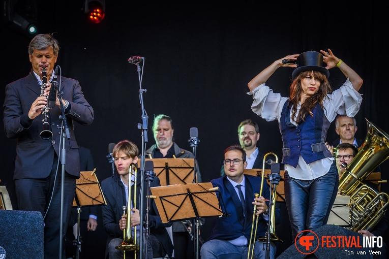 Foto Ellen ten Damme op Bevrijdingsfestival Utrecht 2019