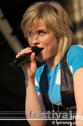 Ilse DeLange op Bevrijdingsfestival Overijssel 2008 foto