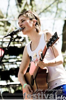 Eva de Roovere op Bevrijdingspop Haarlem 2008 foto