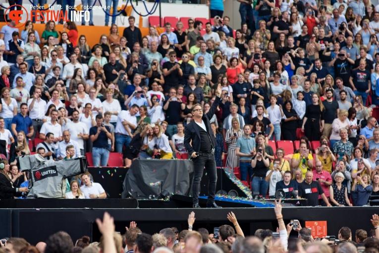 Guus Meeuwis op Guus Meeuwis Groots met een zachte G 2019 - 14/06 - Philips Stadion foto