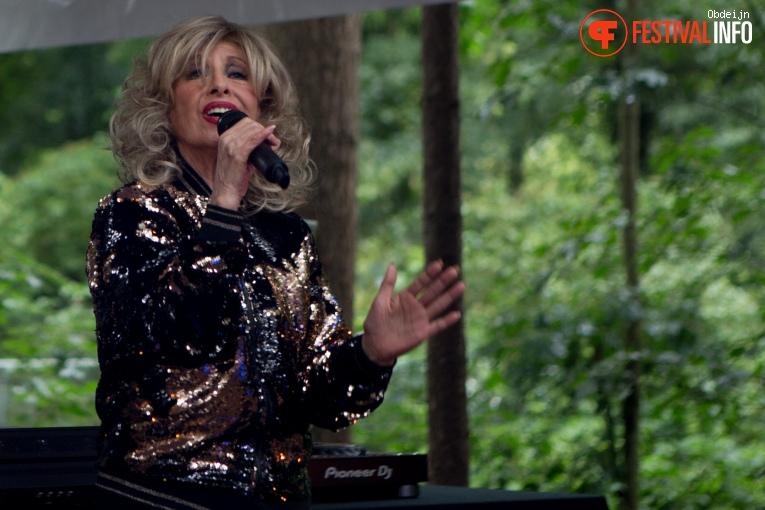 Bonnie St. Claire op Fields of Joy Festival 2019 foto