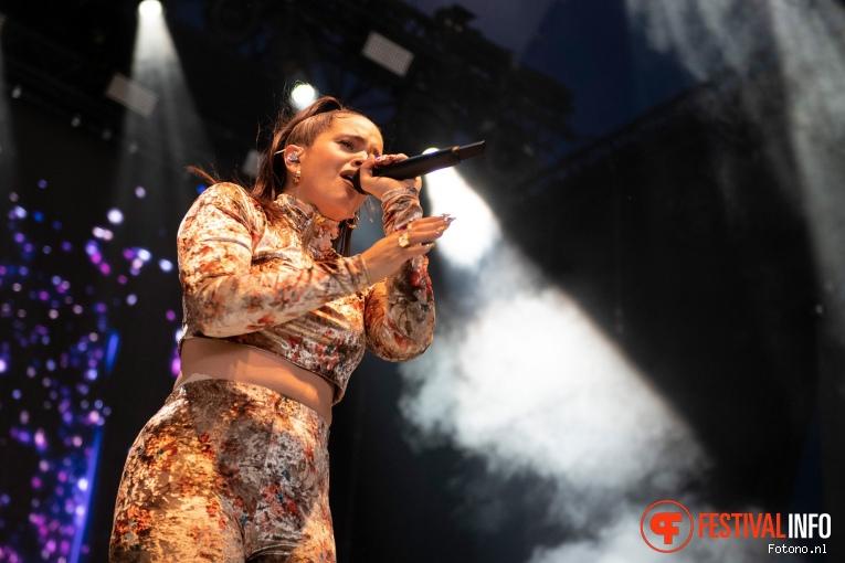 Rosalía op Down The Rabbit Hole 2019 - zondag foto