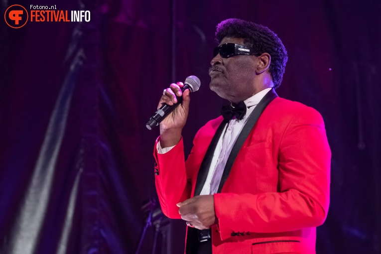 Blind Boys of Alabama with Amadou & Mariam op Welcome To The Village 2019 - vrijdag foto