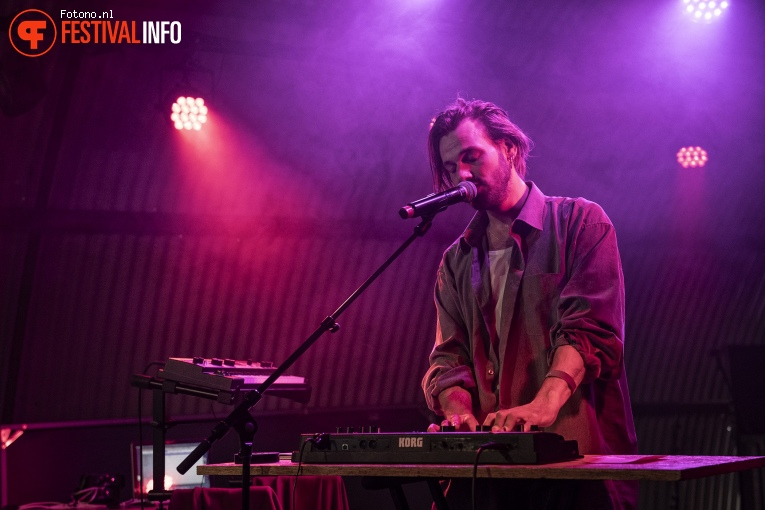 Idiott Smith op Welcome To The Village 2019 - zondag - foto