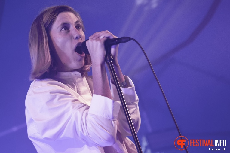 Whispering Sons op Welcome To The Village 2019 - zondag - foto